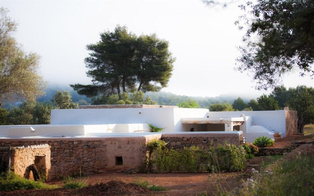 minimalist architecture in ibiza roots trends kelosa blog. Black Bedroom Furniture Sets. Home Design Ideas