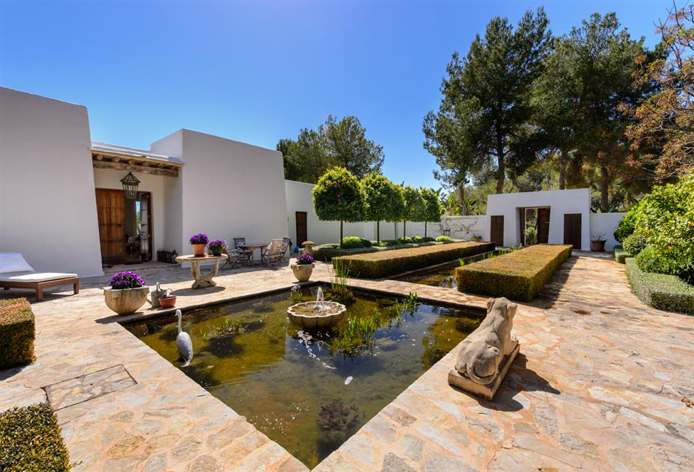 the ibizan finca a guide to the traditional rural home of ibiza kelosa blog. Black Bedroom Furniture Sets. Home Design Ideas