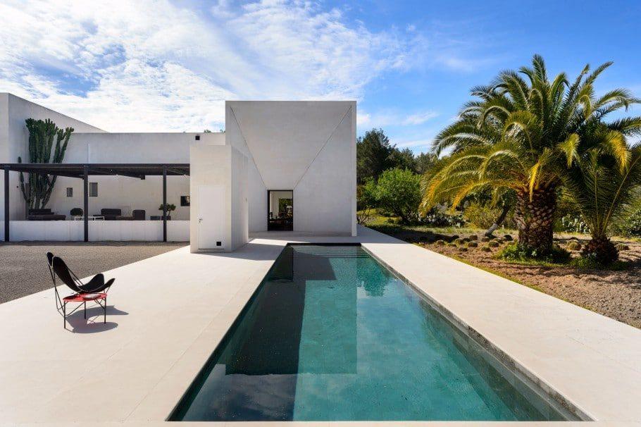 Kelosa Modern Villa Minimalist Design Outside 4