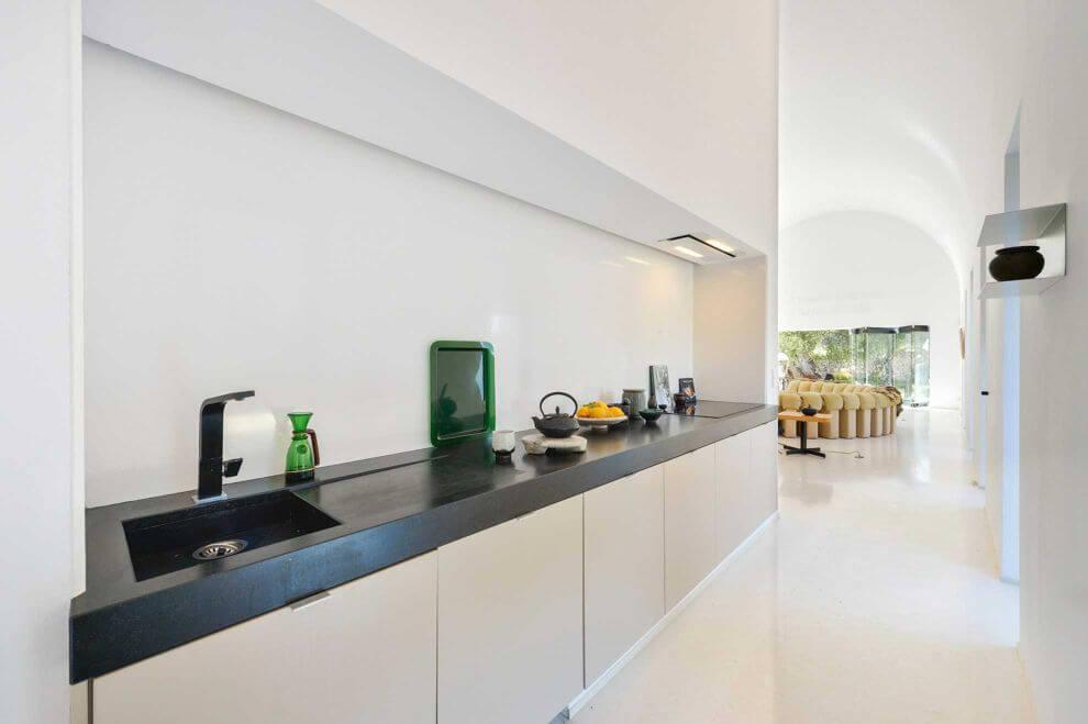 Moderne villa im herzen ibizas die balance der stilearten