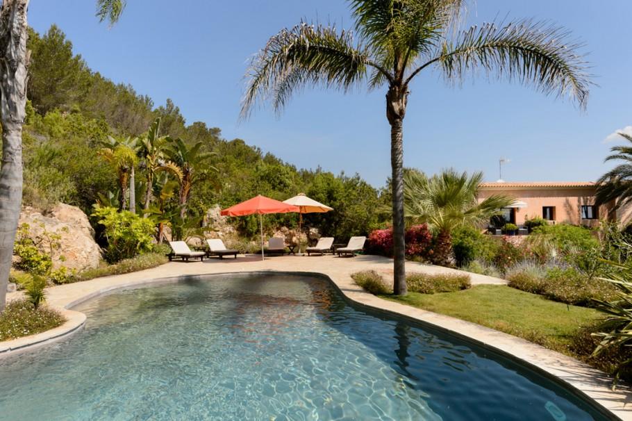 Elegant country villa with views santa eulalia ibiza for Ibiza country villas