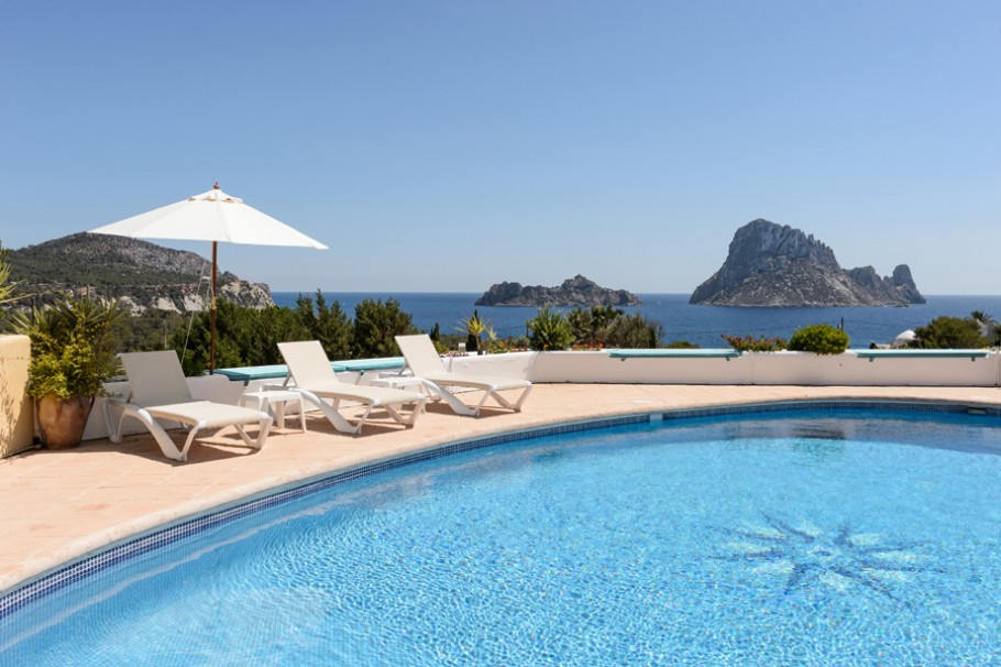 Klassische Villa mit Meerblick, Cala Carbo, Ibiza. zum verkauf